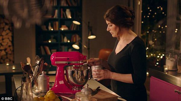 2F2A38F500000578-3360540-Co_ordinated_kitchen_even_Nigella_s_KitchenAid_a_hot_pink_versio-a-9_1450173044593.jpg